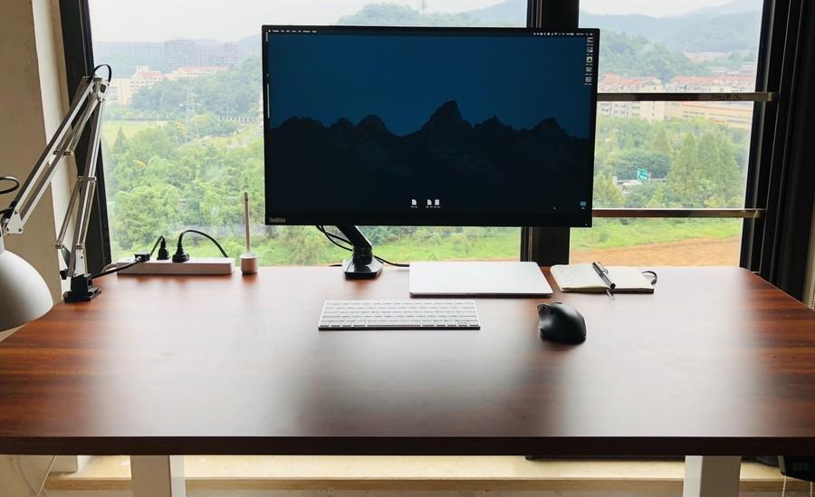 大号升降桌可以容下整个工作台