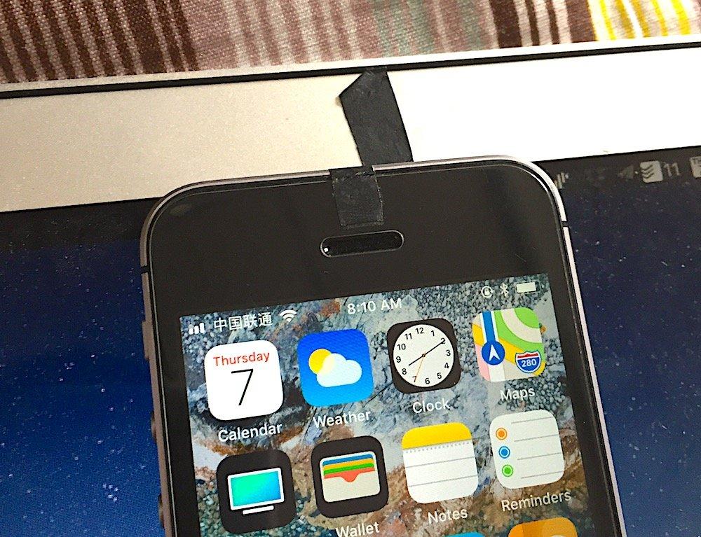 我贴住了摄像头的 iPhone 和 Mac