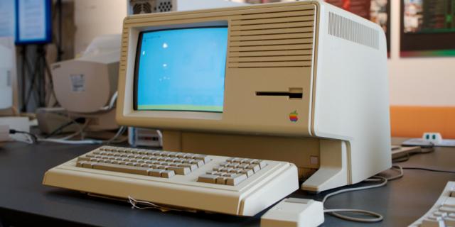 可以正常引导开机的 Lisa 电脑可谓价值连城