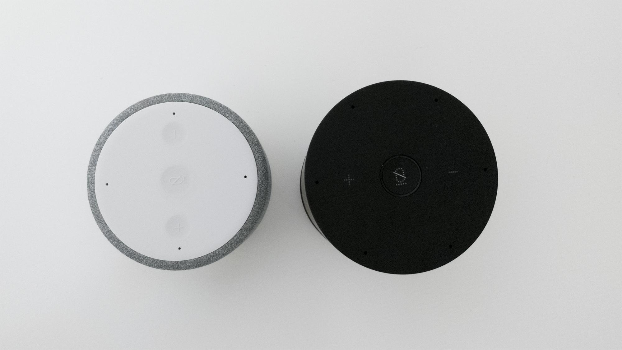 天猫精灵 M1(左)和 X1(右)顶部设计