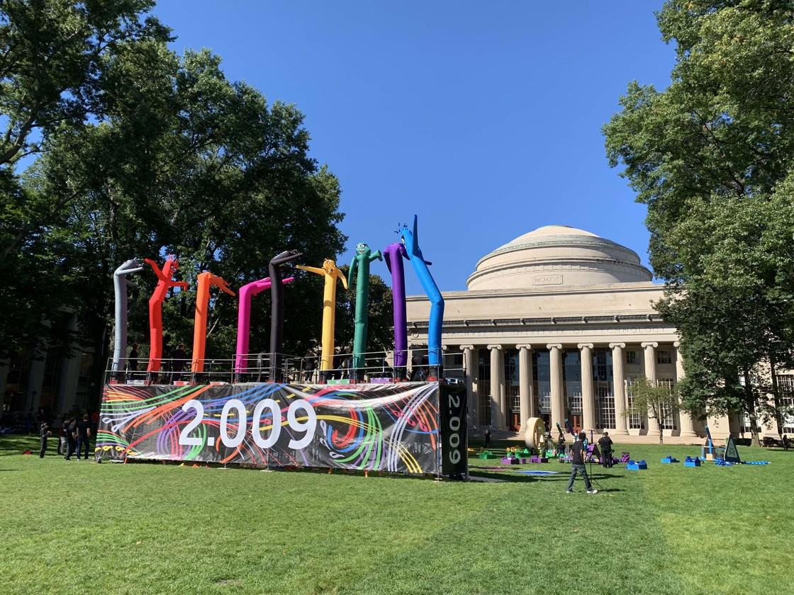MIT 网红课程 2.009,最后展示是开一个发布会