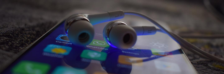不用亮屏也不用线控,这款应用能解决睡前听歌的一大痛点:Next Track | App+1