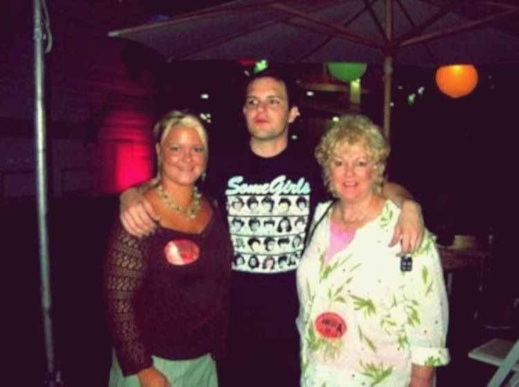 Brandon 和母亲、姐姐的he找