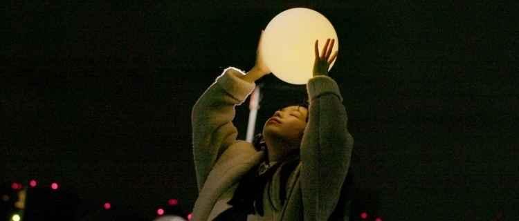 《Moon》MV 截图