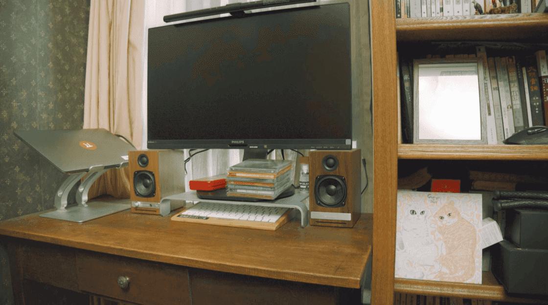添置了声擎 HD3 的书桌
